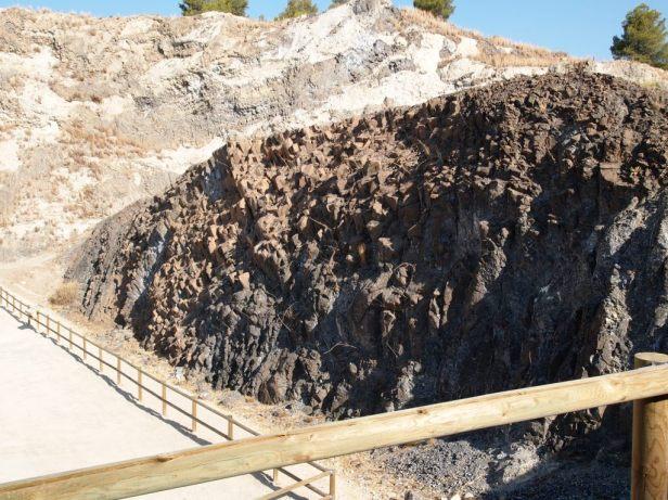 Disyunción columnas y fracturas concéntricas en el Cabezo Negro de Calasparra