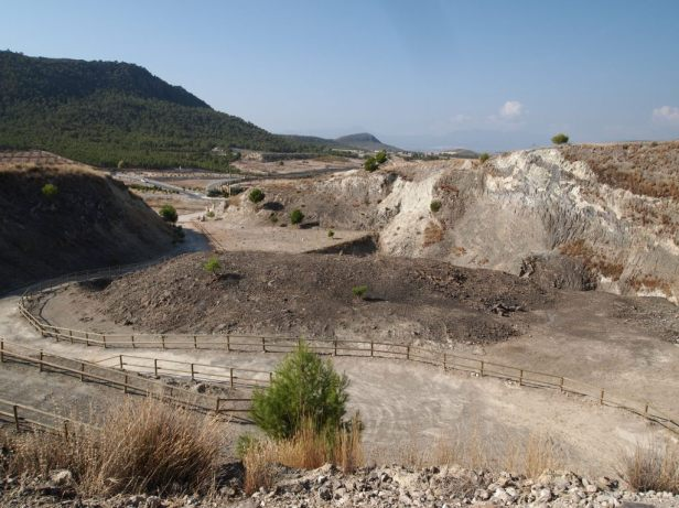 Vista general del yacimiento geológico acondicionado para el turismo